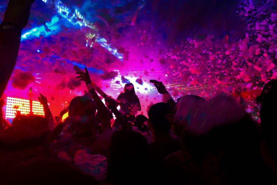 Schiuma party musica