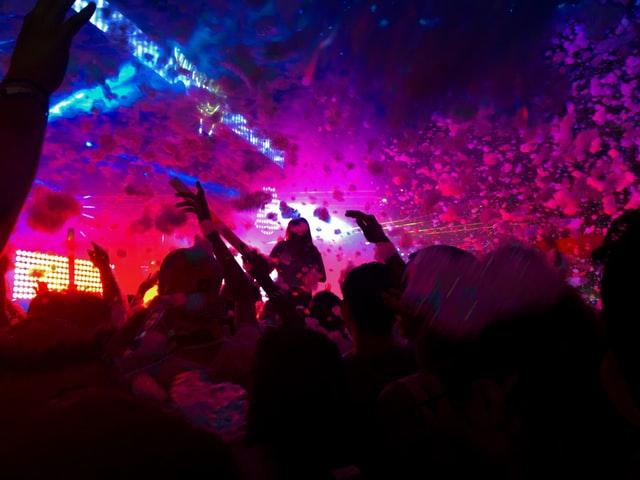 Schiuma party in discoteca